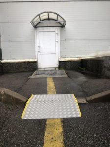 входная дверь для инвалидов-колясочников