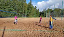 Сегодня состоялся второй этап городской Спартакиады семейных команд «Оздоровительный спорт — в каждую семью» по пляжному волейболу.